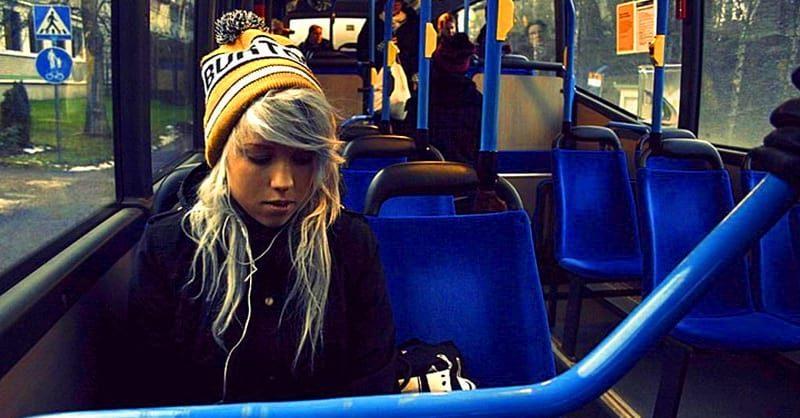 Достойный ответ студентки в автобусе не очень скромной женщине