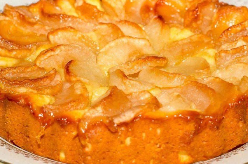 Нежнейшее творожное тесто и вкусные яблоки: отличный рецепт шарлотки